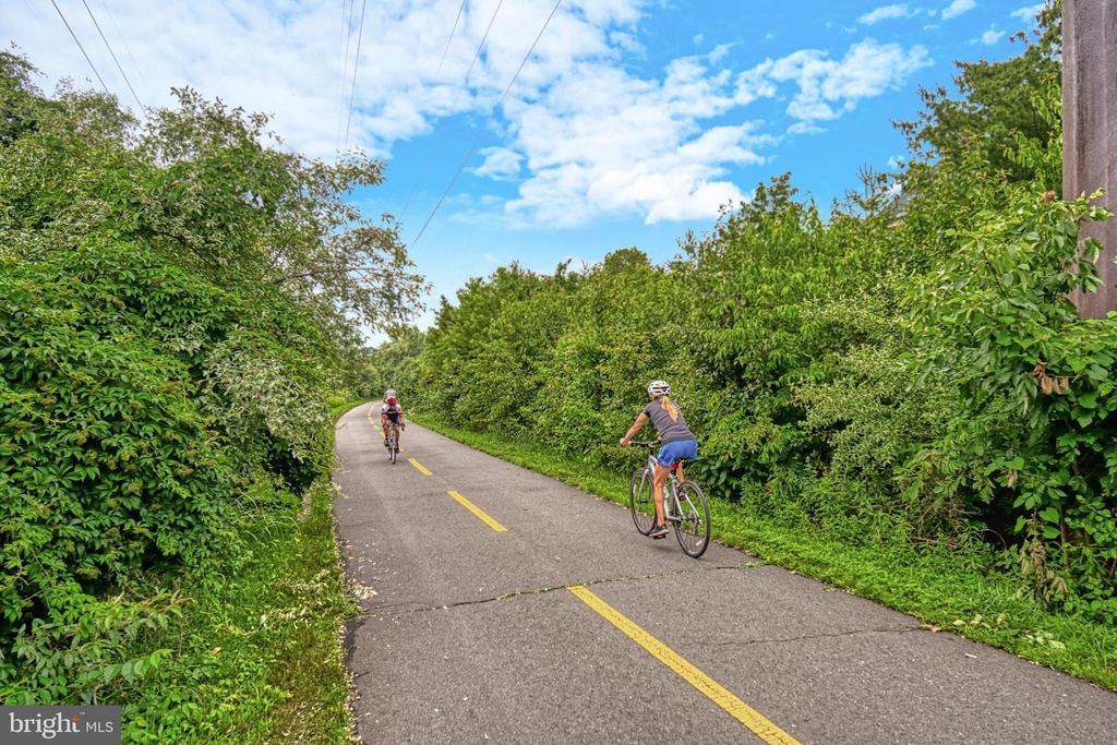 Enjoy miles of biking/jogging/walking on the W&OD - 1830 FOUNTAIN DR #604, RESTON