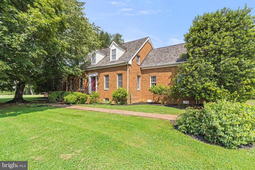 front elevation with Flemish bond brick - 20707 ST LOUIS RD, PURCELLVILLE