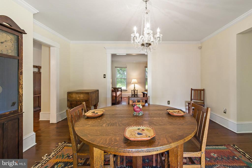 dining room with lovely chandelier - 20707 ST LOUIS RD, PURCELLVILLE