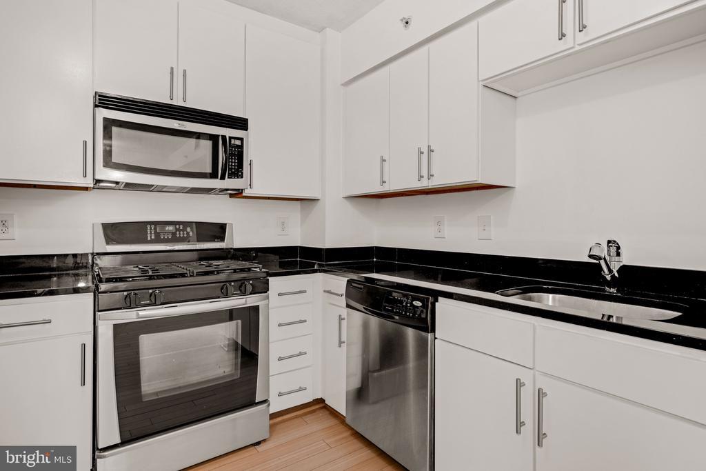 Kitchen - 915 E ST NW #914, WASHINGTON