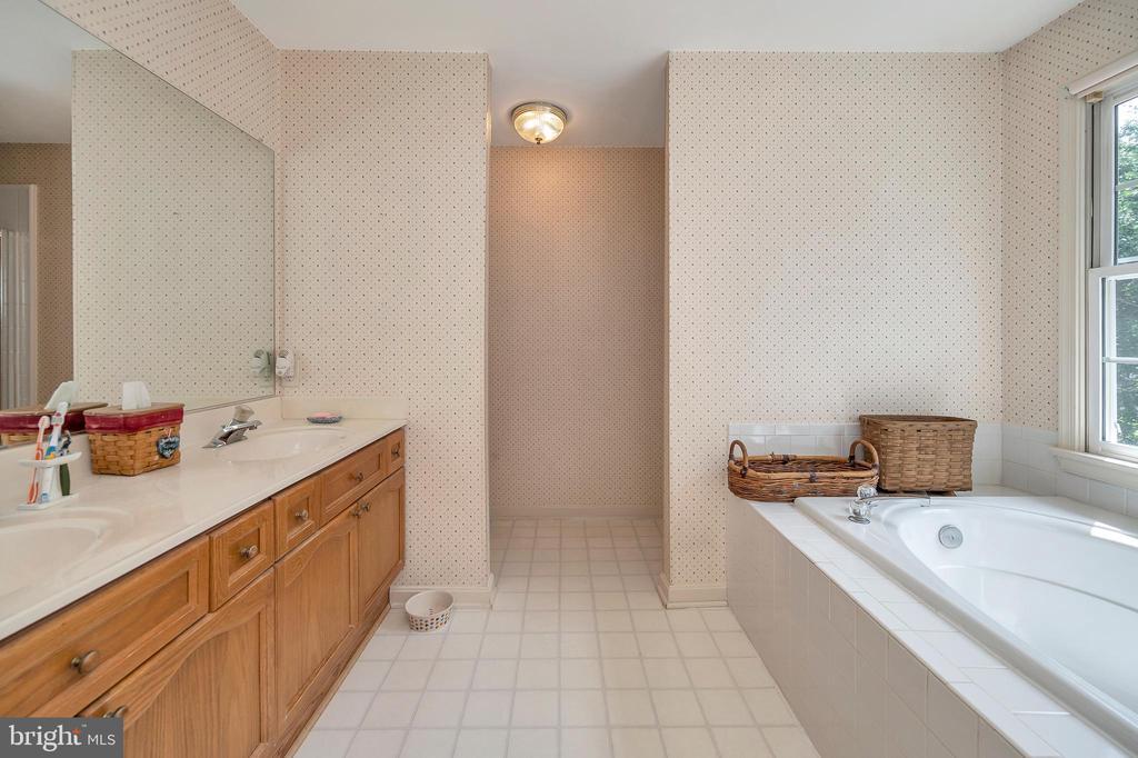 Master Bathroom - 11704 TALBOT CT, FREDERICKSBURG