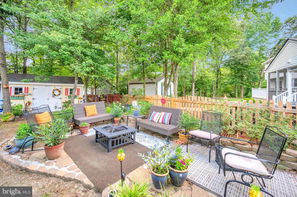 Back yard living - 11704 TALBOT CT, FREDERICKSBURG