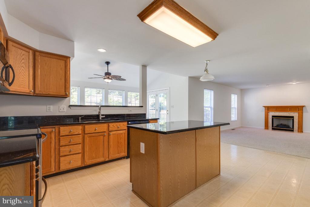 KITHCHEN WITH GRANITE COUNTERS - 15355 BALD EAGLE LN, WOODBRIDGE