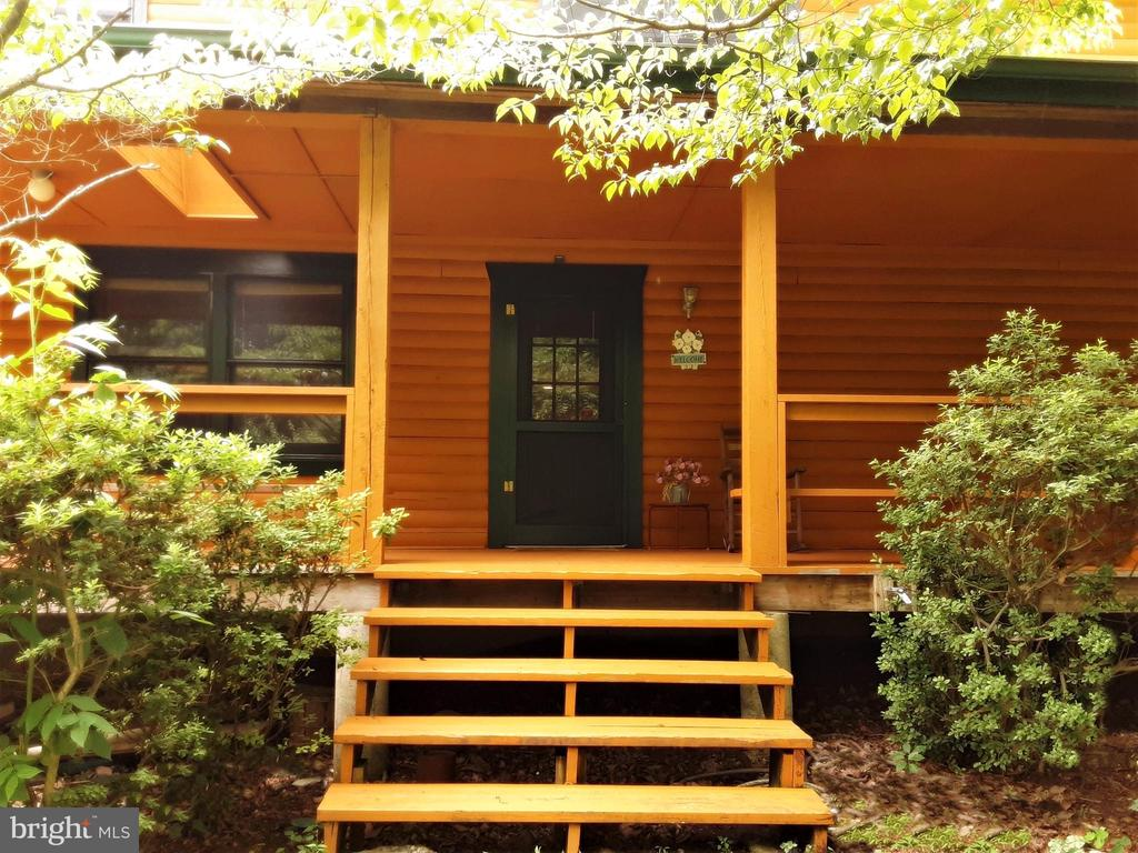 COVERED - SIDE ENTANCE - w Porch for relaxation - 12101 FOUNTAIN DR, CLARKSBURG