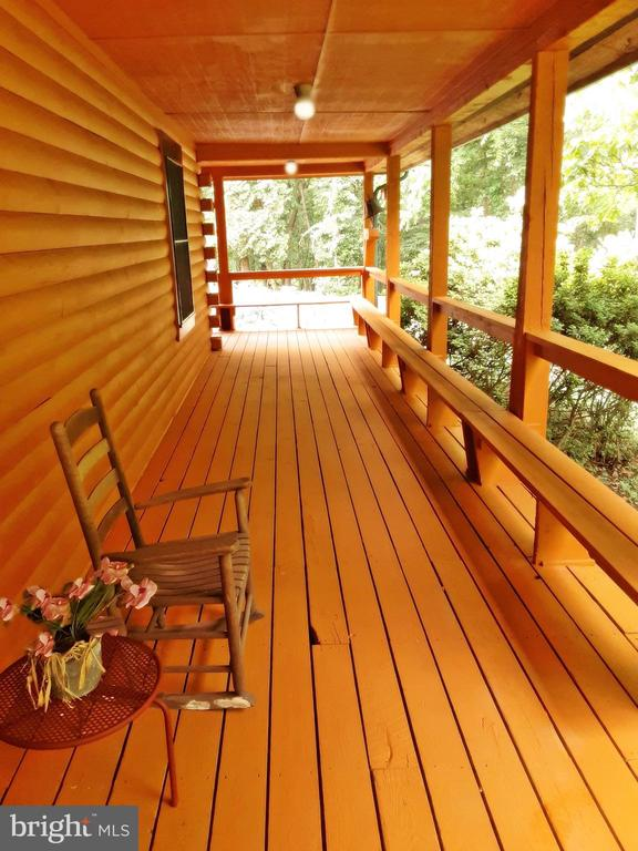 RELAX on the Porch - AND LISTEN TO NATURE- - 12101 FOUNTAIN DR, CLARKSBURG