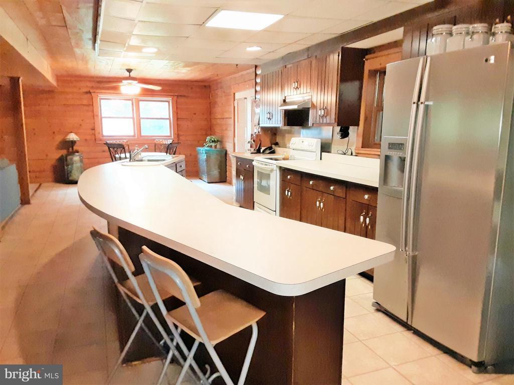 GRAND kitchen - STAINLESS STEEL - EAT IN ISLAND - 12101 FOUNTAIN DR, CLARKSBURG