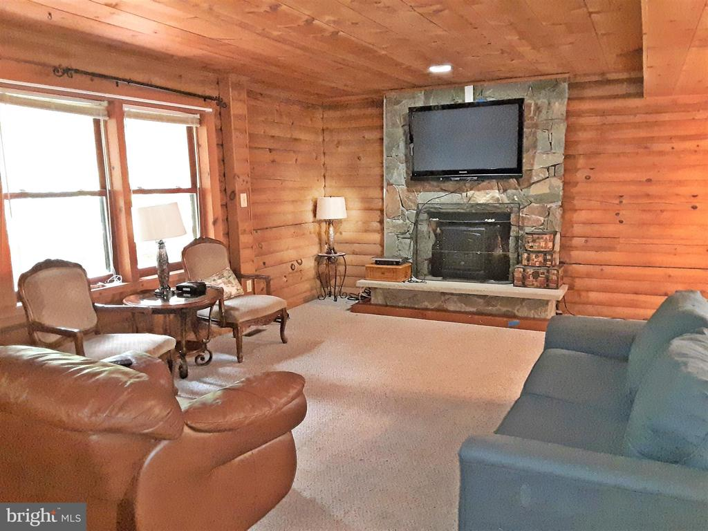 FIRE PLACE - Ready for a winter retreat - 12101 FOUNTAIN DR, CLARKSBURG