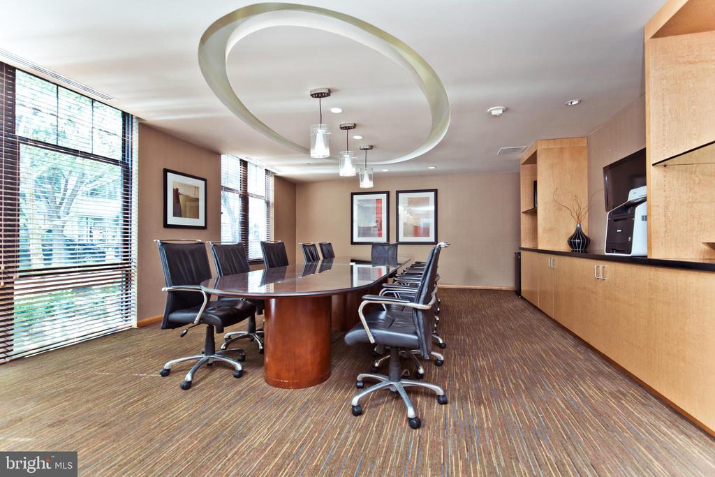 Community Conference Room - 1021 N GARFIELD ST #242, ARLINGTON