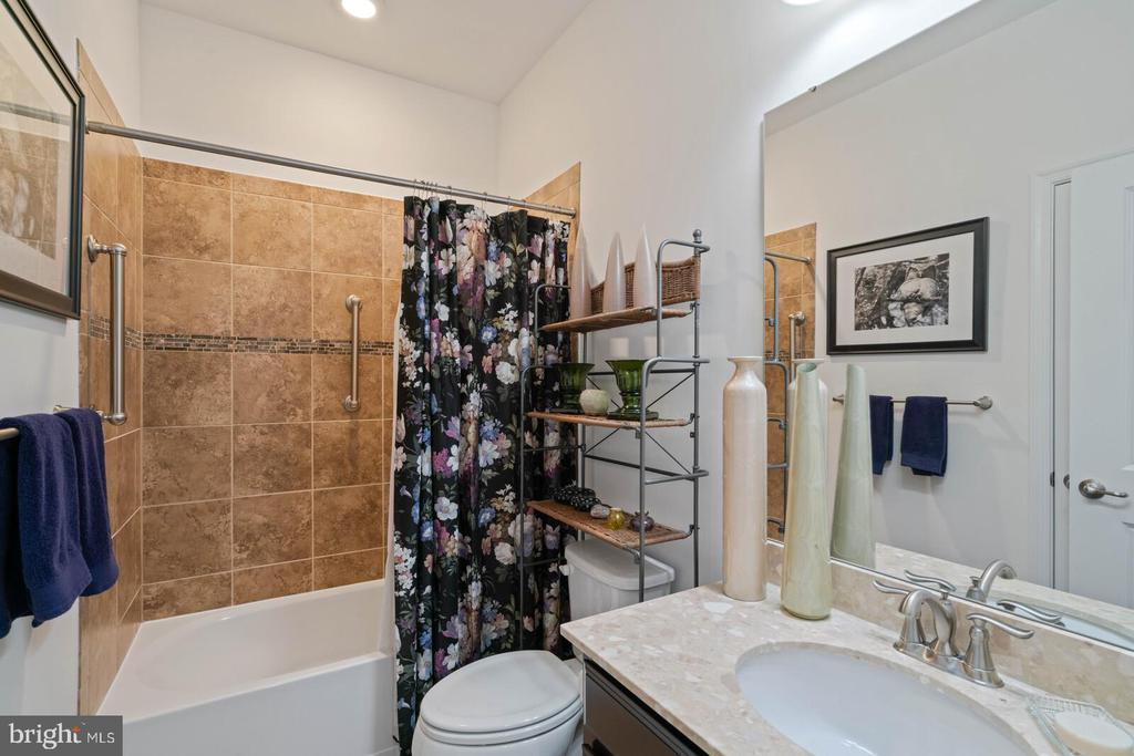 In-law bath - 17559 SPRING CRESS DR, DUMFRIES