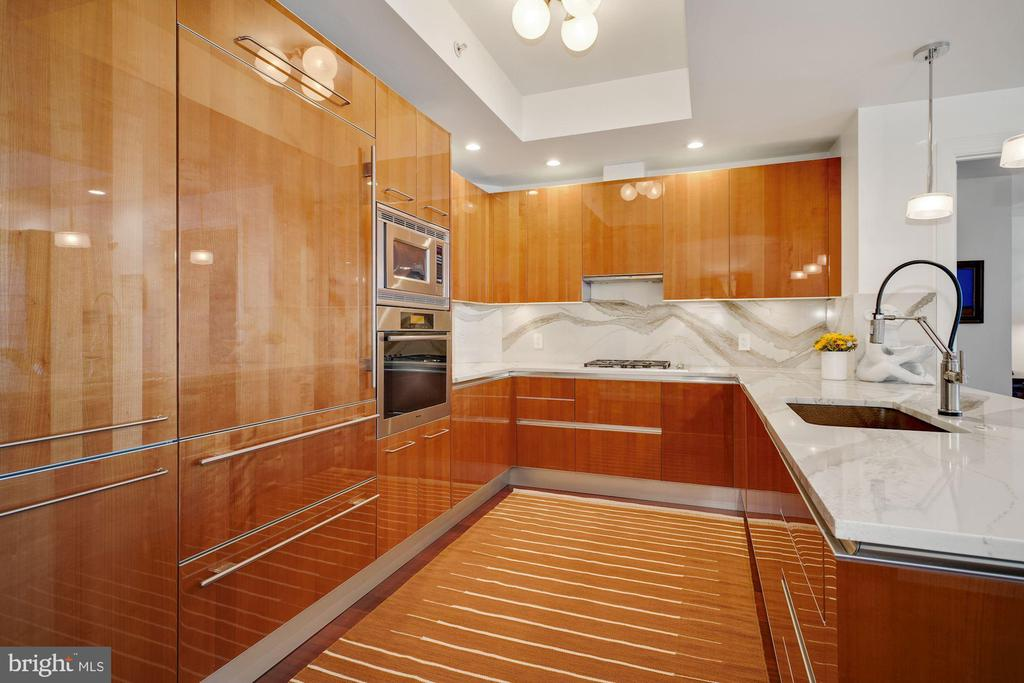 Kitchen Features High-End Snaidero Wood Cabinetry! - 1881 N NASH ST #307, ARLINGTON