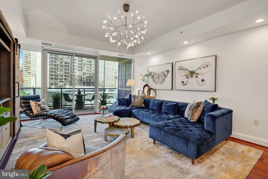 Show-stopping Floor-to-Ceiling Windows! - 1881 N NASH ST #307, ARLINGTON
