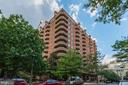View at the Williamsburg from the side - 1276 N WAYNE ST #608, ARLINGTON