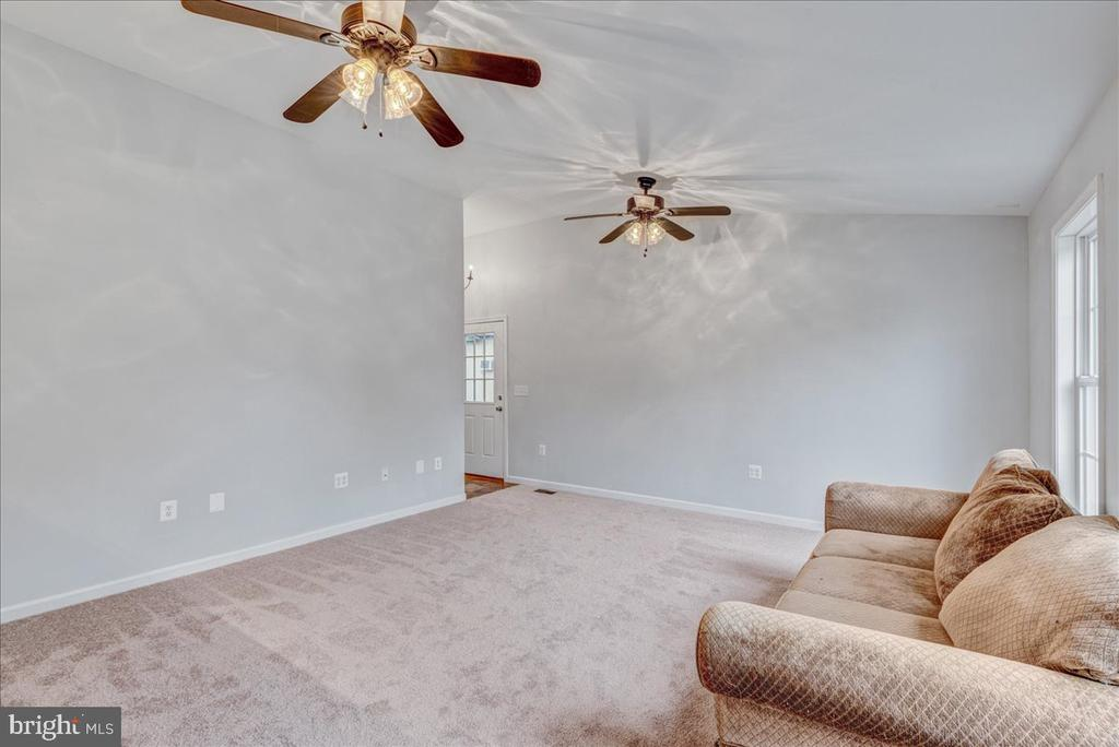 Vaulted ceiling and double fans in Family Room - 222 AUSTIN, STAFFORD