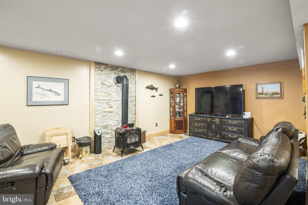 Stacked Stone Woodstove Hearth & Recessed Lights. - 23039 RAPIDAN FARMS DR, LIGNUM