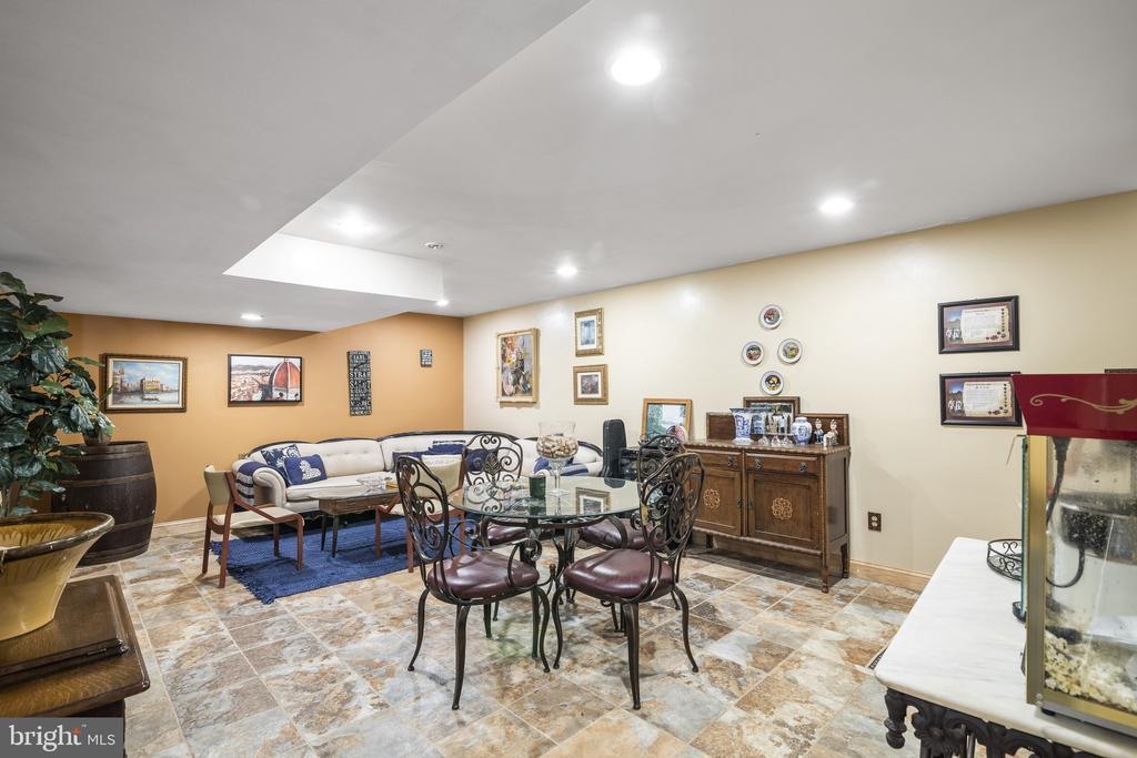 Rec Room w/ Recessed Lighting & Ceramic Tile Floor - 23039 RAPIDAN FARMS DR, LIGNUM