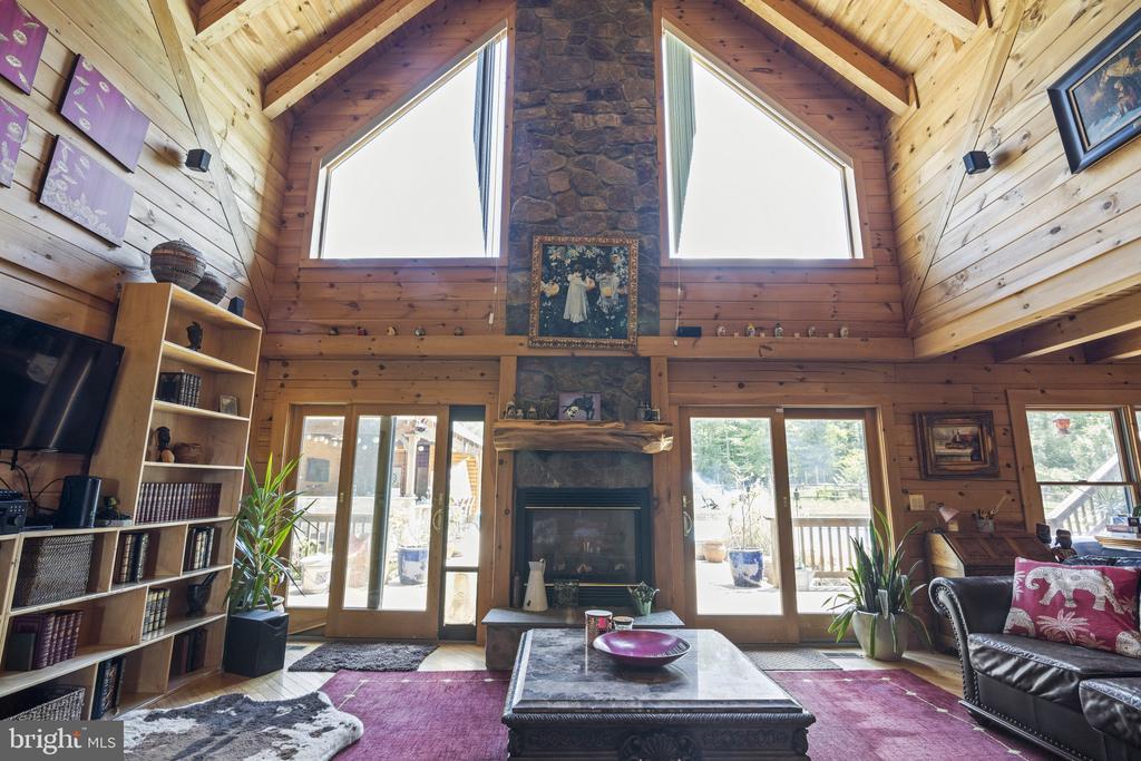 Gorgeous 2 Story Family Room w/ Hardwood Floors. - 23039 RAPIDAN FARMS DR, LIGNUM