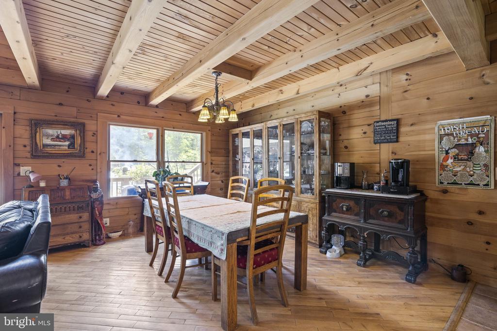 Spacious Dining Room W/ Hardwood Floors. - 23039 RAPIDAN FARMS DR, LIGNUM