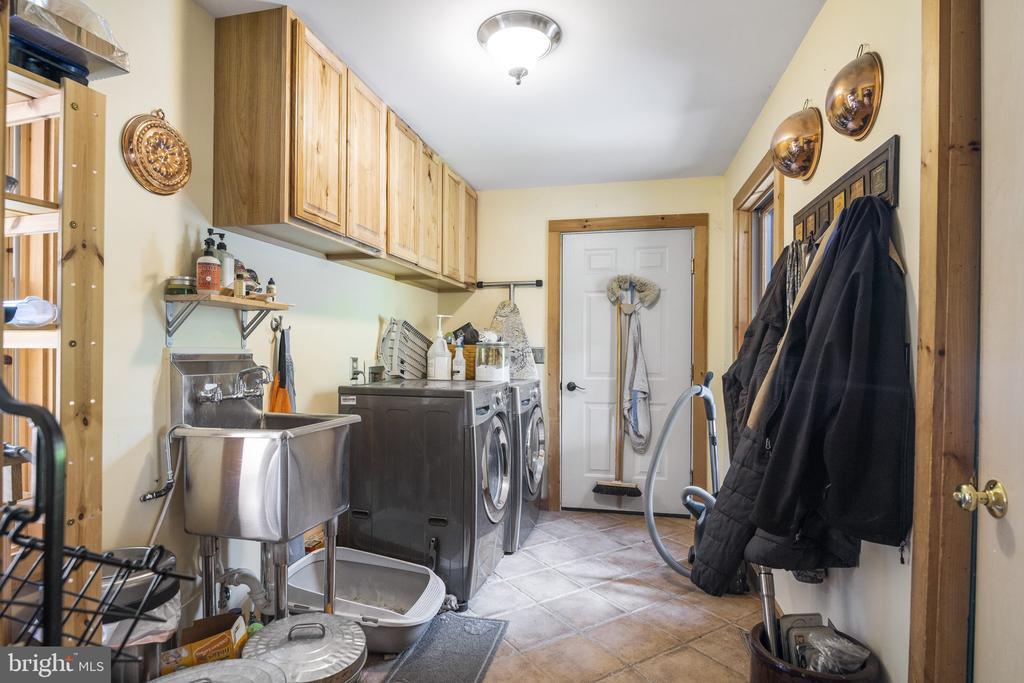 Laundry Room w/ Ceramic Tile &  Front Load W/D. - 23039 RAPIDAN FARMS DR, LIGNUM