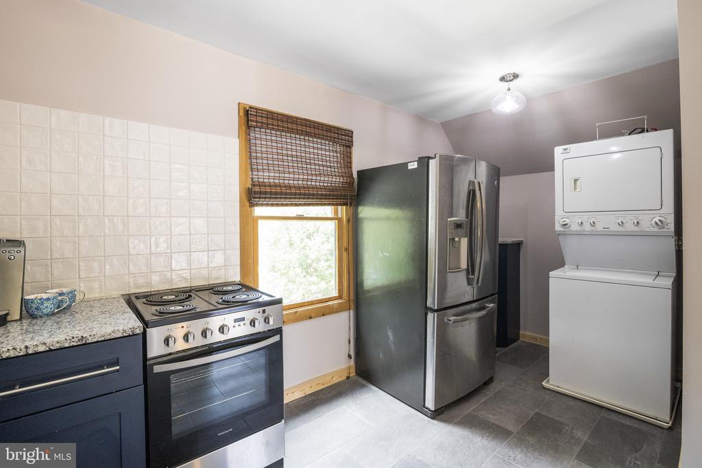 Studio Apartment w/ Full Kitchen & Laundry. - 23039 RAPIDAN FARMS DR, LIGNUM