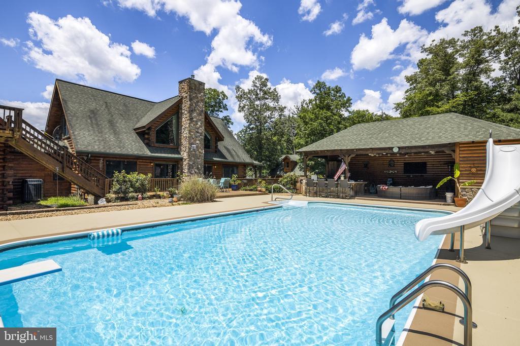 Beautiful Log Home Designed For Entertaining! - 23039 RAPIDAN FARMS DR, LIGNUM