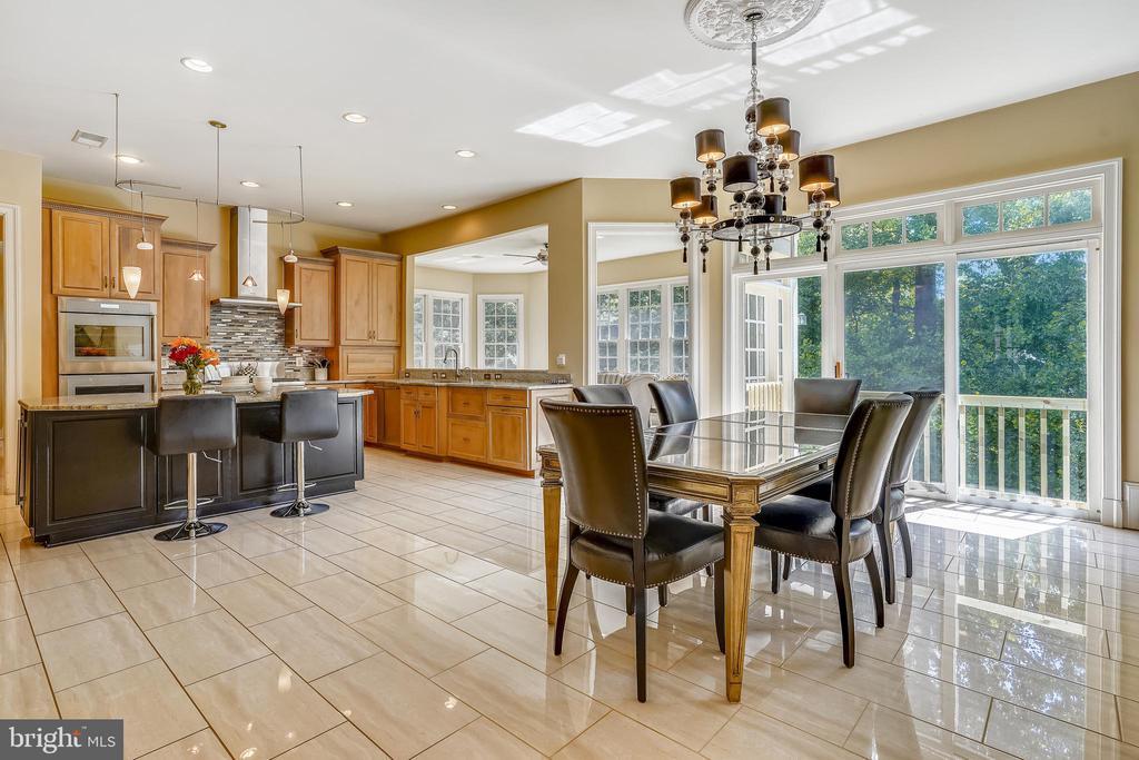 Breakfast Room is wide open to the Kitchen - 2539 DONNS WAY, OAKTON