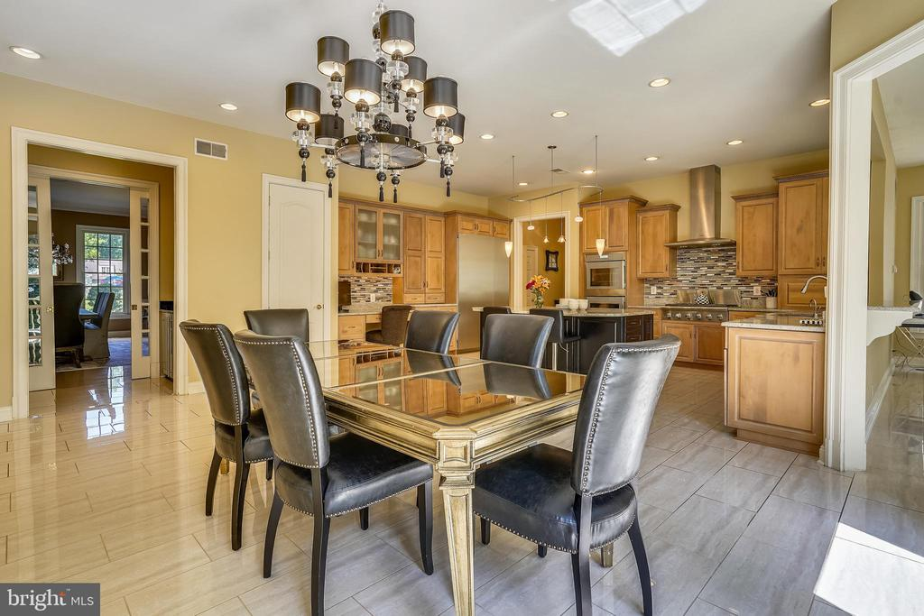 Opens to Butler's Pantry and Adjacent to Great Rm - 2539 DONNS WAY, OAKTON