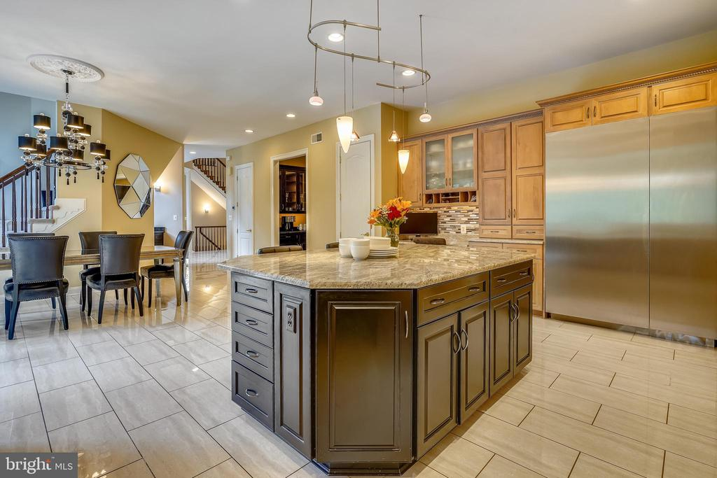 Kitchen with High End Thermador SS Appliances - 2539 DONNS WAY, OAKTON