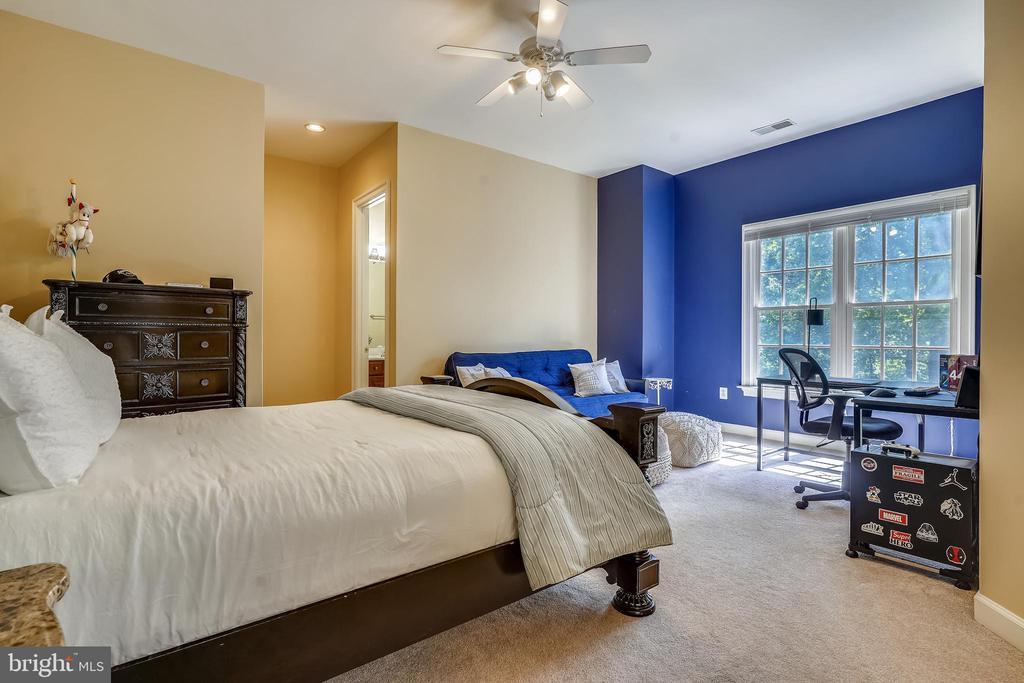 4th Bedroom Offers Plenty of Natural Light - 2539 DONNS WAY, OAKTON