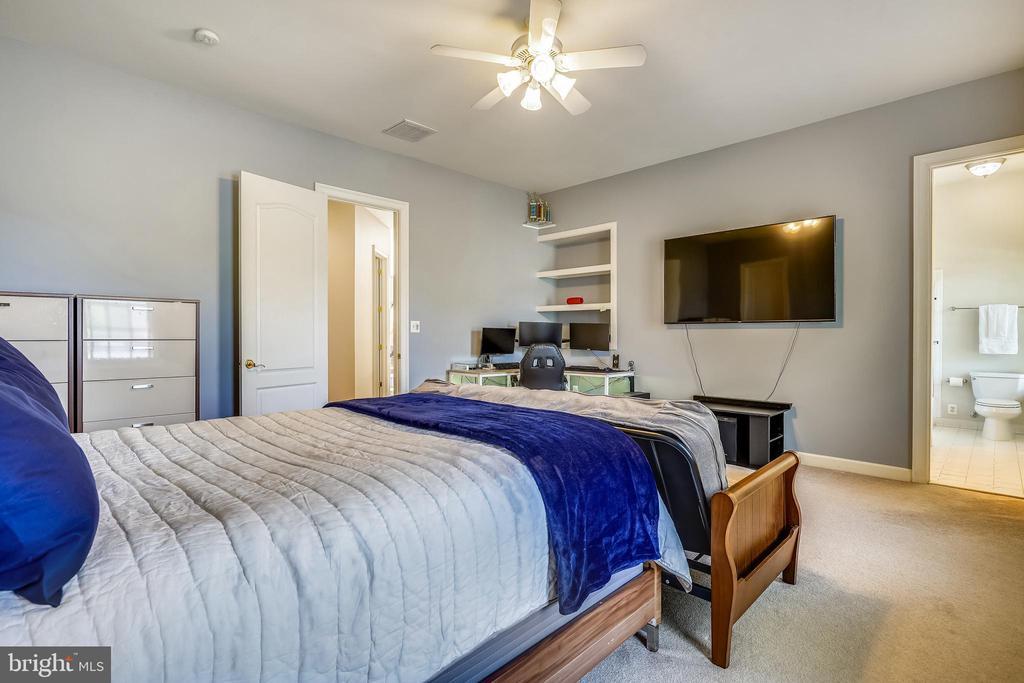 All Bedrooms enjoy Private Baths - 2539 DONNS WAY, OAKTON