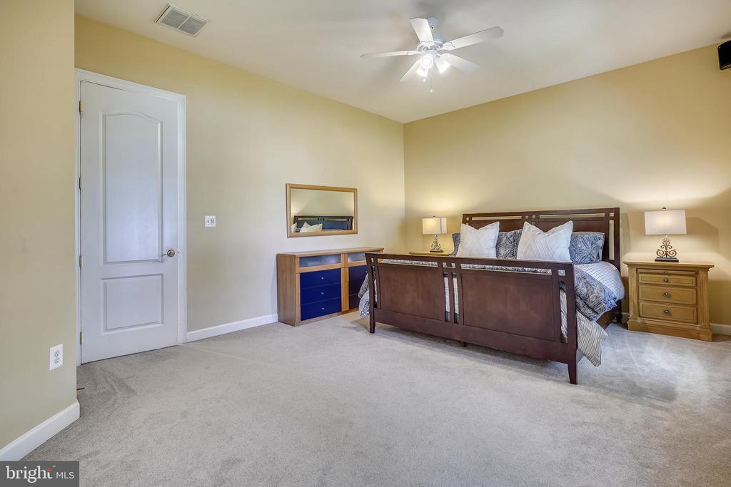 Spacious 5th Bedroom - 2539 DONNS WAY, OAKTON