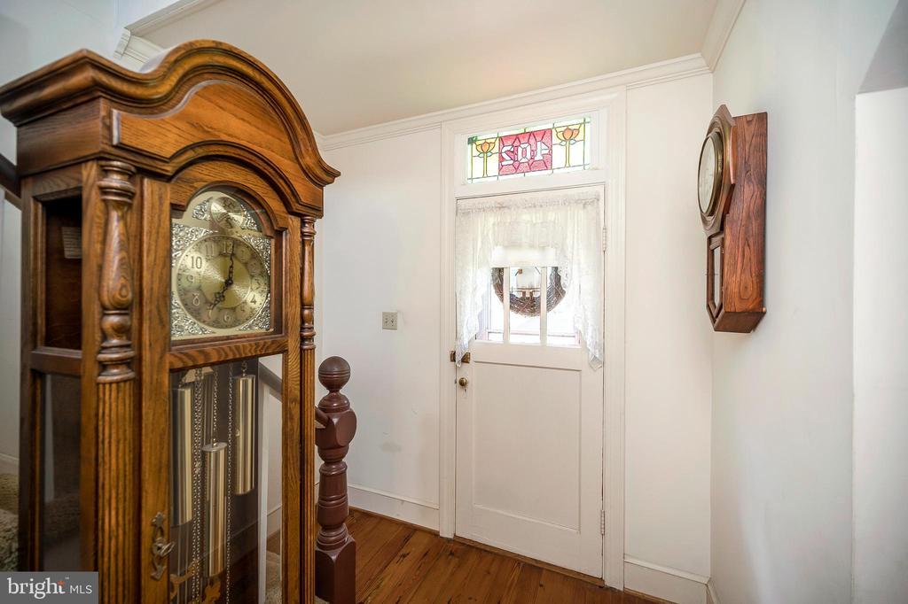 Foyer  with antique door - 402 HARRISON CIR, LOCUST GROVE