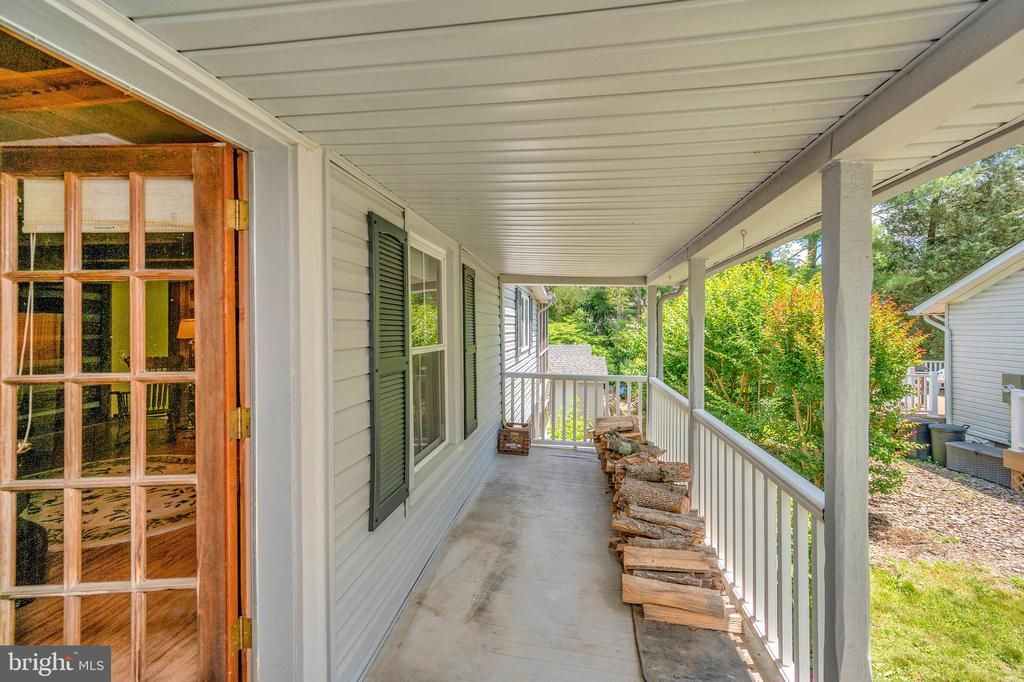 Spacious porch off the log room - 402 HARRISON CIR, LOCUST GROVE