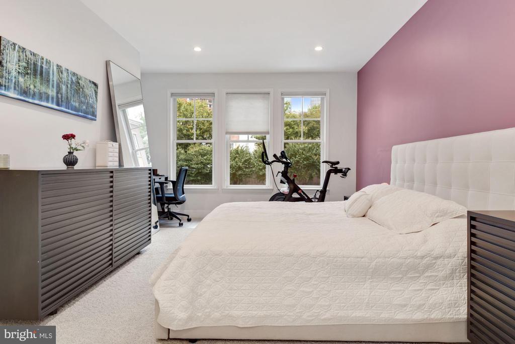 Primary Bedroom with En Suite - 1418 N RHODES ST #B116, ARLINGTON
