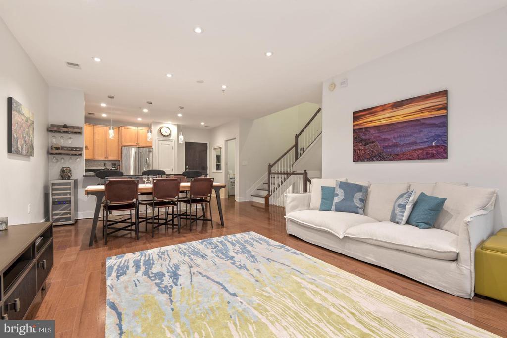 Living Room - 1418 N RHODES ST #B116, ARLINGTON