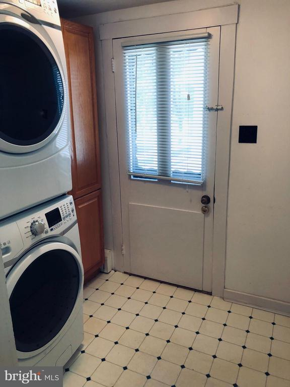 Mud Room with recent washer and dryer - 12823 BRICE RD, THURMONT