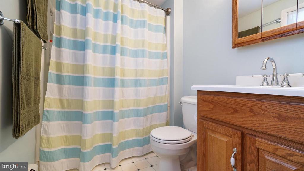Full bath. - 12823 BRICE RD, THURMONT