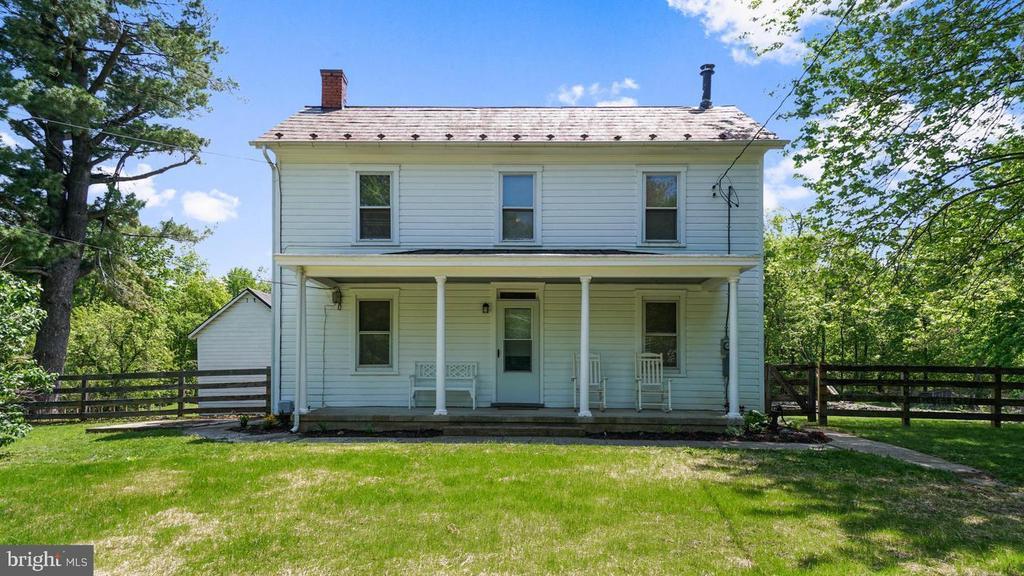 Call this farmhouse home! - 12823 BRICE RD, THURMONT