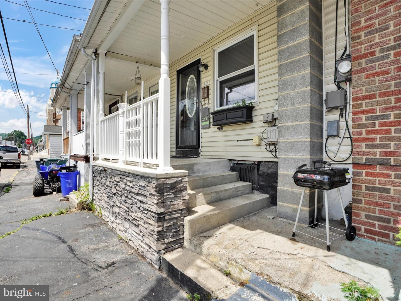 213 S Morris Street , SAINT CLAIR, Pennsylvania image 3