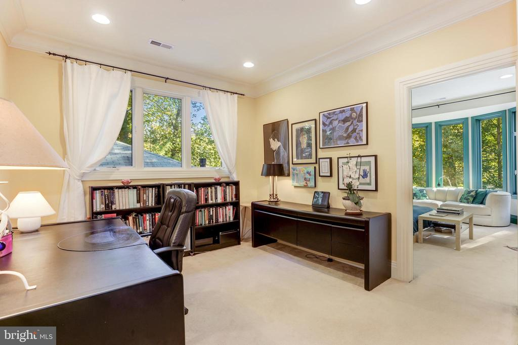 sitting area/office master bedroom - 1342 POTOMAC SCHOOL RD, MCLEAN