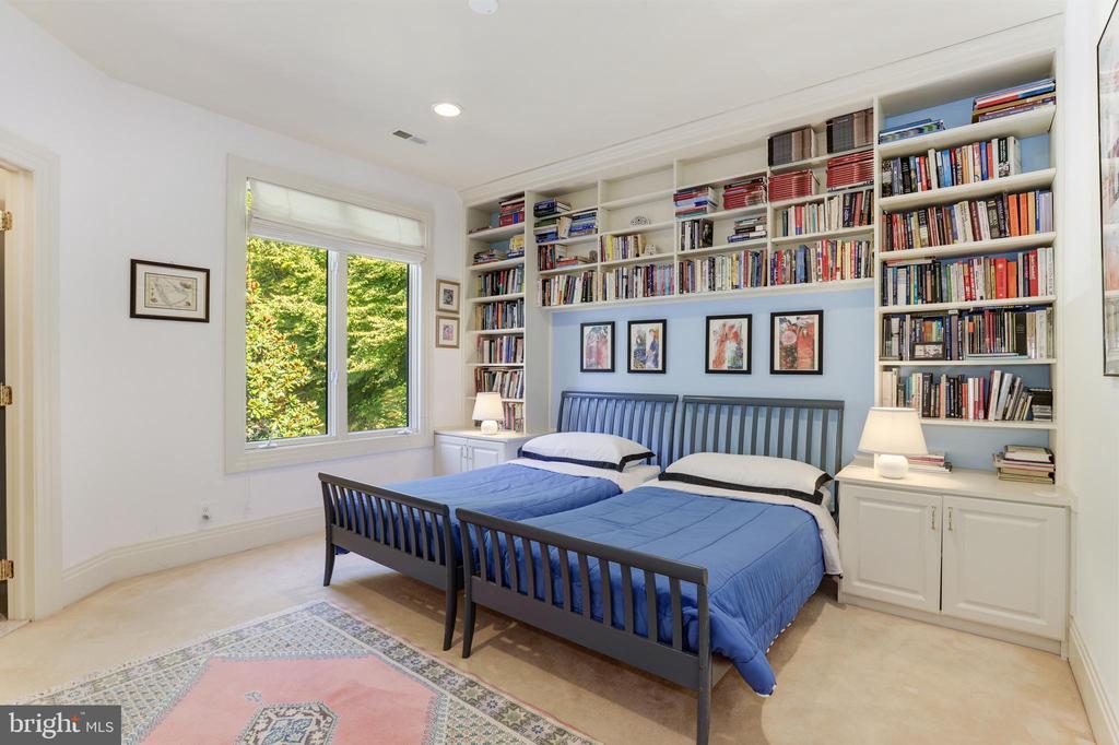 Upstairs bedroom - 1342 POTOMAC SCHOOL RD, MCLEAN