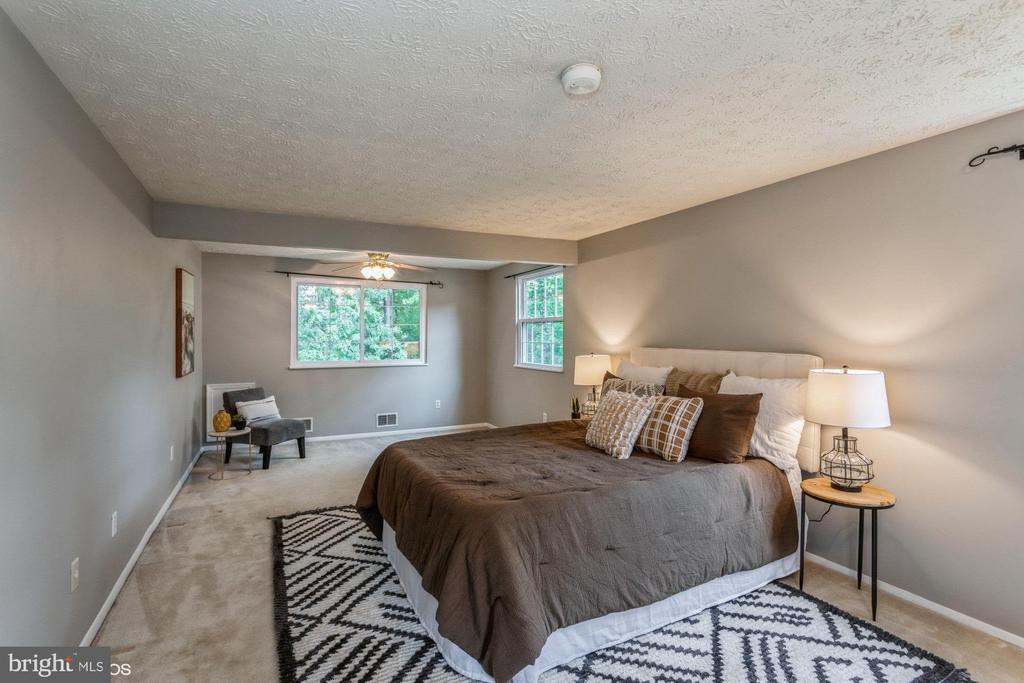 Super spacious Primary Bedroom - 108 ALMEY CT, STERLING