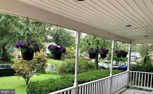 Front porch view perfect for hanging plants - 108 ALMEY CT, STERLING