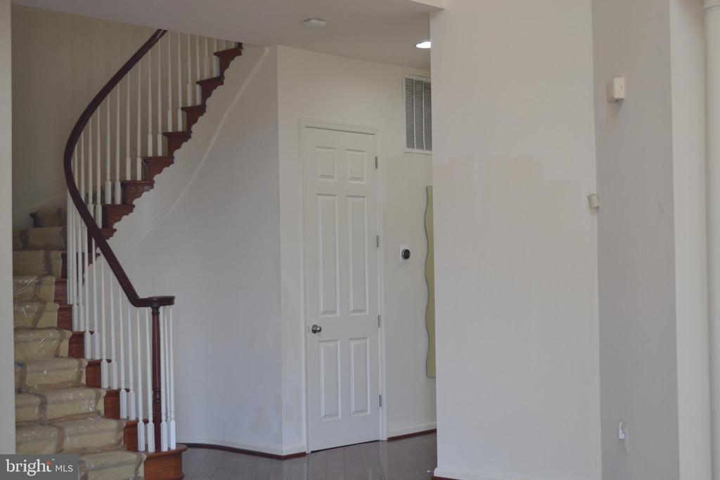 Spiral Stair Case - 24104 STONE SPRINGS BLVD, STERLING