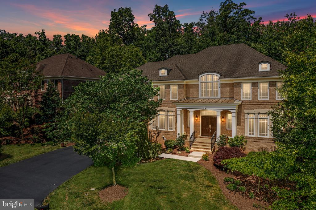 Stunning custom home by Gulick Builders - 20581 MYERS PL, LEESBURG