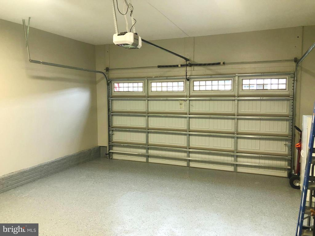 The garage has a showroom floor & painted walls - 17559 SPRING CRESS DR, DUMFRIES
