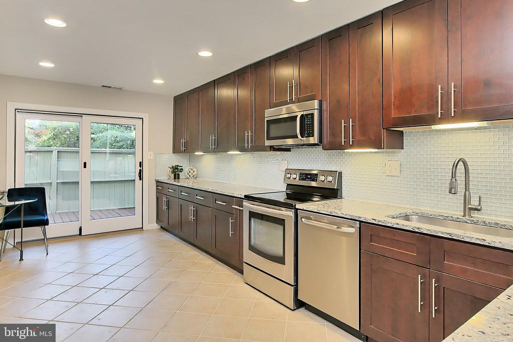 Gorgeous cabinets! - 2045 WETHERSFIELD CT, RESTON