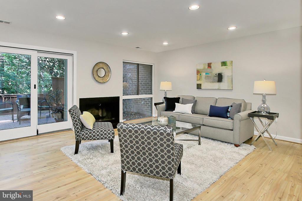 Spacious, versatile floor plan - 2045 WETHERSFIELD CT, RESTON
