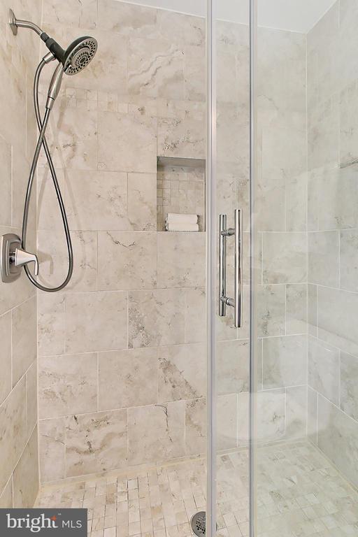 Primary walk-in shower - 2045 WETHERSFIELD CT, RESTON