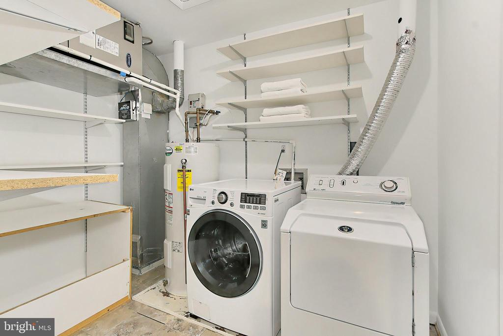 Spacious laundry room - 2045 WETHERSFIELD CT, RESTON