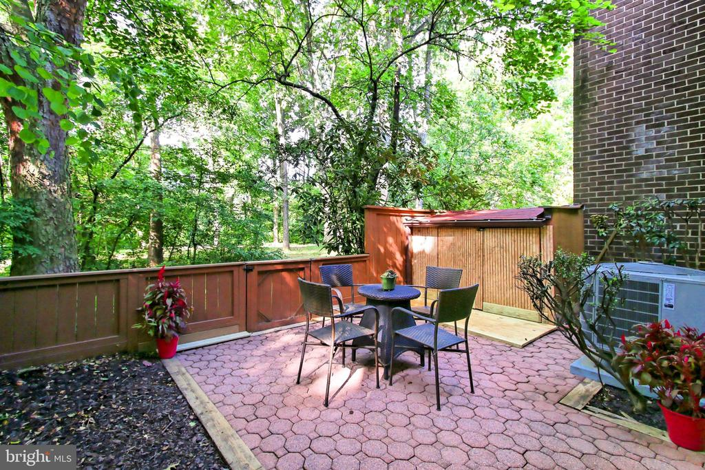 Private patio off the living room - 2045 WETHERSFIELD CT, RESTON
